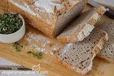 Domowy wegański chleb bezglutenowy - smakuje jak tradycyjny chleb, choć jest trochę gryczany - czuć grykę mocno. Dla wegan i nie tylko wegan. Vegan Gluten Free, Gluten Free Recipes, Feta, Banana Bread, Free Food, Rolls, Food And Drink, Cooking Recipes, Cheese