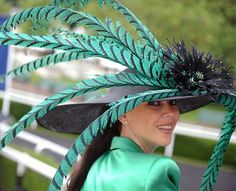 Ladies Day: the third day of racing in Ascot British Hats, British Royals, Fancy Hats, Cool Hats, Kentucky Derby Race, Ascot Hats, Women's Hats, Hat Day, Image Fashion