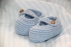 6 patrones gratis de patucos de bebe diy Baby Knitting, Crochet Baby, Knit Crochet, Baby Booties, Baby Shoes, Crochet Projects, Sewing Projects, Knit Boots, Diy And Crafts