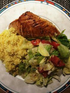 Hähnchenbrustfilet | Curry-Reis | Eisbergsalat | Tomaten | Olivenöl-Balsamico-Knoblauch-Kräuter-Dressing | Meersalz