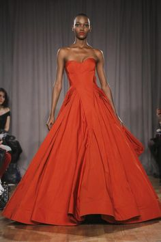 Zac Posen Ready To Wear Fall Winter 2014 New York - NOWFASHION Orange Red, colour and silhouette and special skirt-cut . This dress has the WAUW effect both from a red carpet view as dress making perspective. Runway Fashion, High Fashion, Fashion Show, Fashion 2014, Fashion News, Strapless Dress Formal, Prom Dresses, Glamour, Couture Dresses