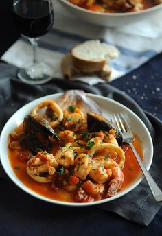 Seafood Stew - Souvlaki For The Soul An easy seafood stew prepared with fresh seafood and a touch of ouzo. Seafood Stew - Souvlaki For The Soul An easy seafood stew prepared with fresh seafood and a touch of ouzo. Fish Recipes, Seafood Recipes, Soup Recipes, Cooking Recipes, Healthy Recipes, Healthy Food, Seafood Stew, Fresh Seafood, Seafood Dishes