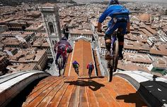 Riders On The Roof Of Florence Dome, Florence, Italy Florence Dome, Florence Italy, Florence Tours, Bmx, Action Photography, Amazing Photography, Living On The Edge, Big Photo, World Photo