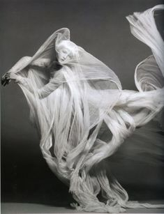 Love this flowing cloth. Im thinking of doing a set of paintings along this line...perhaps for advanced.