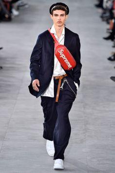 Louis Vuitton Desfile Fashion Men London Runaway Catwalk Model Pochete Supreme Red Women 2017 Winter