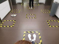 Señalética en tiempos del Coronavirus: cómo la pandemia está modificando los espacios públicos – nosotros-los-diseñadores Biology Art, Floor Graphics, Ideas Prácticas, Construction Theme, Signage, Classroom, Layout, Flooring, Architecture
