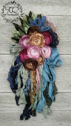 Simple Fabric Crafts You Can Make From Scraps - Diy Crafts Organza Flowers, Felt Flowers, Diy Flowers, Paper Flowers, Fabric Flower Pins, Fabric Flower Tutorial, Fabric Ribbon, Fabric Brooch, Fabric Jewelry
