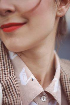 Repin via: Julie Wijckmans #conversational prints #shirt #swans #lip color