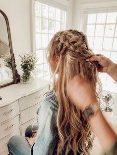 Box Braids Hairstyles, Messy Hairstyles, Pretty Hairstyles, Braids In Hair, Oscar Hairstyles, Teenage Hairstyles, Messy Braids, Messy Bun, Curly Hair Styles
