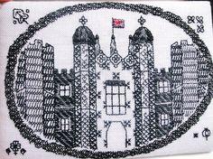 ヘンリー8世のお城であった「ハンプトンコートパレス」がモチーフです。ブラックワークの作品です。|ハンドメイド、手作り、手仕事品の通販・販売・購入ならCreema。