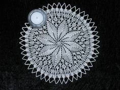 Pyntedug Filet Crochet, Crochet Doilies, Lace Knitting, Decorative Plates, Retro, Rugs, Ganchillo, Tejidos, Chopsticks