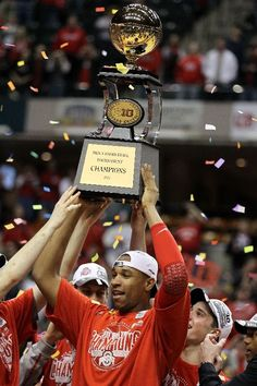 Jared sullinger celebrating there big ten championship trophey Ohio State Basketball, College Basketball, Ohio State University, Ohio State Buckeyes, Columbus Ohio, Espn, Champion, Bb, Guys