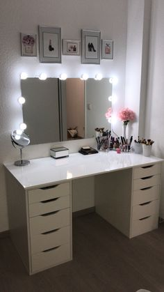 Make-up table / make-up corner - Schminktisch ♡ Wohnklamotte - Bedroom Decor Cute Room Ideas, Cute Room Decor, Room Ideas For Teens, Bedroom Ideas For Women, Wall Decor, Room Ideas Bedroom, Girl Bedroom Designs, Teen Room Designs, Diy Teen Room Decor
