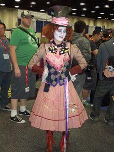 Bildergebnis für homemade mad hatter costume for girls Mad Hatter Cosplay, Mad Hatter Diy Costume, Mad Hatter Party, Halloween Costumes For Teens, Halloween Cosplay, Cool Costumes, Costumes For Women, Halloween Ideas, Costume Ideas