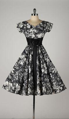 Vintage 1950s dress. Black floral print <3