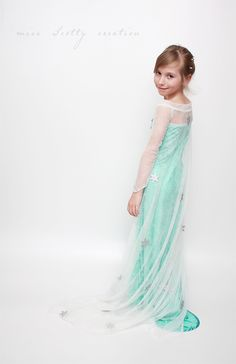 Elsa costume from Frozen (more pictures on my blog)