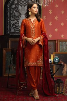 Pakistani Fashion Casual, Pakistani Wedding Outfits, Pakistani Dresses Casual, Pakistani Dress Design, Ethnic Fashion, Indian Dresses, Asian Fashion, Stylish Dresses, Elegant Dresses