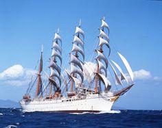 航海中の帆船日本丸