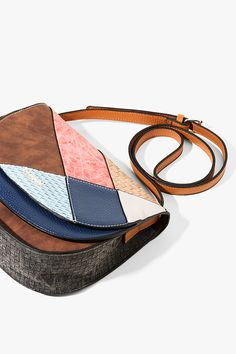 Desigual soft brown shoulder bag with patchwork and a magnetic fastening. Discover Desigual Spring - Summer 2017 collection!