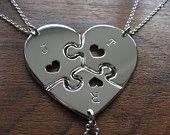 Drei Stück Herz-Puzzle mit Herzen mit Initialen,