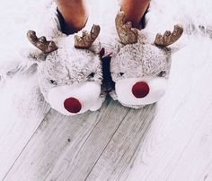christmas aesthetic Image discovered by maqafa . Find images and videos about winter, christmas and cozy on We Heart It - the app to get lost in what you love. Christmas Time Is Here, Christmas Mood, Merry Little Christmas, Noel Christmas, All Things Christmas, Christmas Tumblr, Christmas Shoes, Winter Things, Instagram Christmas