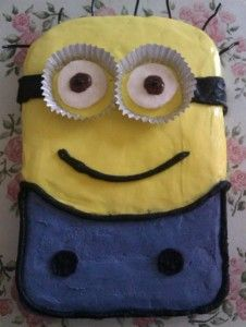 Have you ever decorated a cake?  I hadn't...until I did.  See the good the bad and the ugly...and the EPIC FAIL!  Minion cake, Fish cake, Tardis cake, Bunny Cake, and more!