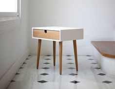 Table de chevet blanc / Table de nuit scandinave par Habitables