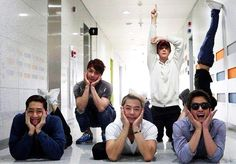 Shinhwa being cute! ..but why is that person upside down on the wall? -_-