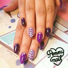#Nails Esculpidas con el violeta furioso de @jukabsas y deco #stamping de @konadbsas  Todos los productos para hacer estas hermosuras los conseguís en #pennynail #nailart #esmalteria #designnails #rocknails