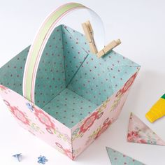 Easy and inexpensive: an Easter basket to make Crafts To Make And Sell Unique, Sell Diy, Easter Baskets To Make, Boyfriend Crafts, Paper Basket, Valentine's Day Diy, Paper Toys, Paper Craft, How To Make Paper