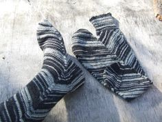 The most favorite socks. Love the colors (yarn), fit, construction - everything about them. Pattern used: Skew by Lana Holden.