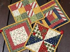 Ideas for patchwork quilting patterns hot pads Patchwork Quilting, Quilting Fabric, Christmas Sewing, Christmas Projects, Christmas Quilting, Christmas Placemats, Christmas Christmas, Small Quilts, Mini Quilts
