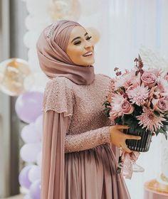 Hijab styles 734157176733138975 - Islamic Fashion, Muslim Fashion, Hijab Fashion, Hijab Style Source by Muslimah Wedding Dress, Muslim Wedding Dresses, Muslim Dress, Bridesmaid Dresses, Dress Wedding, Muslim Brides, Muslim Couples, Islamic Fashion, Muslim Fashion