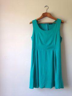 Vestido básico soltinho na cor verde