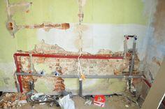 W domu gdzie nigdy nie było kanalizacji, wody powstanie piękny salon łazienkowy (pomieszczenie jest całkiem spore). To druga łazienka którą dzieci będą się cieszyć i normalnie funkcjonować dzięki Karolinie Solowow i marce Cersanit.