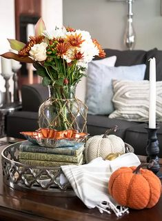 Decorating Coffee Tables, Porch Decorating, Decorating Ideas, Fall Home Decor, Autumn Home, Fall Vignettes, Autumn Coffee, Diy Home Crafts, Creative Crafts