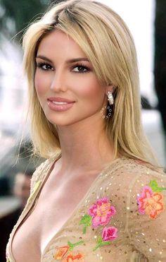 Beauté Blonde, Hot Blonde Girls, Blonde Beauty, Hair Beauty, Most Beautiful Eyes, Beautiful Girl Image, Gorgeous Women, Beautiful Pictures, Belle Silhouette