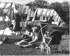 Washing clothes on GLASGOW GREEN, 1960s: http://bridgeton.eveningtimes.co.uk/area/glasgow-green-1960s.html#