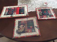 Sotto tazze patchwork con disegni natalizi