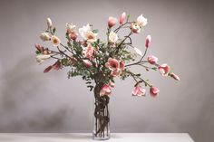 Domov tvoří detaily Gladiolus, Glass Vase, Drawings, Home Decor, Decoration Home, Room Decor, Sketches, Drawing, Home Interior Design
