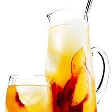 Bourbon and Peach Sweet Tea Recipe? If that doesn't scream Southern Belle, I don't know what does.
