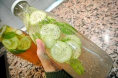Para bajar de peso y tener un vientre plano podemos preparar una rica limonada con pepino, hoja de mensa y jengibre, esto ayudará a tomar una bebida fresa y desintoxicarnos.