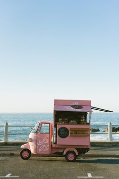 Food Truck seeling Baked Goods by lovemadevisible Stocksy United (Bake Goods Business) Food Trucks, Food Cart Design, Food Truck Design, Coffee Carts, Coffee Truck, Coffee Van, Coffee Shop, Foodtrucks Ideas, Food Truck Business