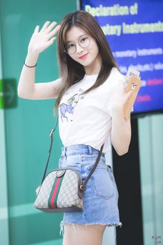 Twice-Sana 180524 gimpo airport Airport Fashion Kpop, Korean Fashion Kpop, Korean Fashion Trends, Asian Fashion, Korean Airport Fashion Women, Fashion Idol, Girl Fashion, Kpop Girl Groups, Kpop Girls