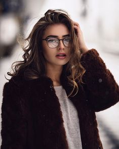 Beautiful hairstyles for women with glasses for Hair is one of the most beautiful natural jewelry for women. With a beautiful decorative style to maintain it, you can look more gorgeous. Cheap Prescription Glasses, Photography Women, Portrait Photography, Fashion Photography, Beauty Full Girl, Beautiful Girl Image, Brunette Beauty, New Fashion Trends, Girls With Glasses
