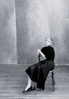 Not a huge Annie Leibovitz fan ... am a huge Tavi Gevinson fan and this photo is lovely. Here Tavi Talks About Appearing In the Pirelli Calendar and Feeling Like JT LeRoy