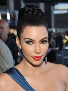 Kardashian Braided Bun Braided bun and an orangy/red lip!Braided bun and an orangy/red lip! Braided Hairstyles Updo, Braided Updo, Bun Braid, Frontal Hairstyles, Bun Updo, Prom Hairstyles, Updos, Black Wedding Hairstyles, Classic Hairstyles