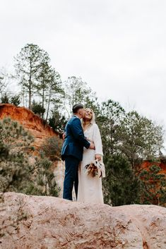 #georgiaelopement #elopegeorgia #altantawedding #atlantaelopement #canyonelopement #driedfloralbouquet