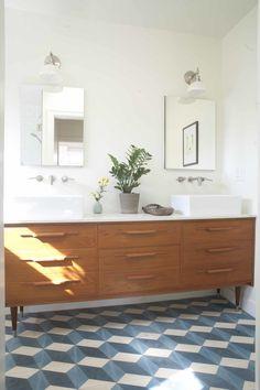 Upstairs Bathrooms, Downstairs Bathroom, Dream Bathrooms, Bad Inspiration, Bathroom Inspiration, Bathroom Ideas, Modern Vintage Bathroom, Simple Bathroom Designs, Mid Century Bathroom