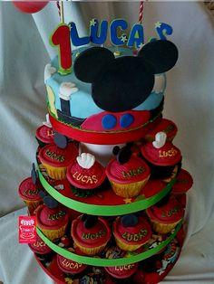MIckey cupcakes by Tortas Decoradas Cakes - Patricia Longo, via Flickr